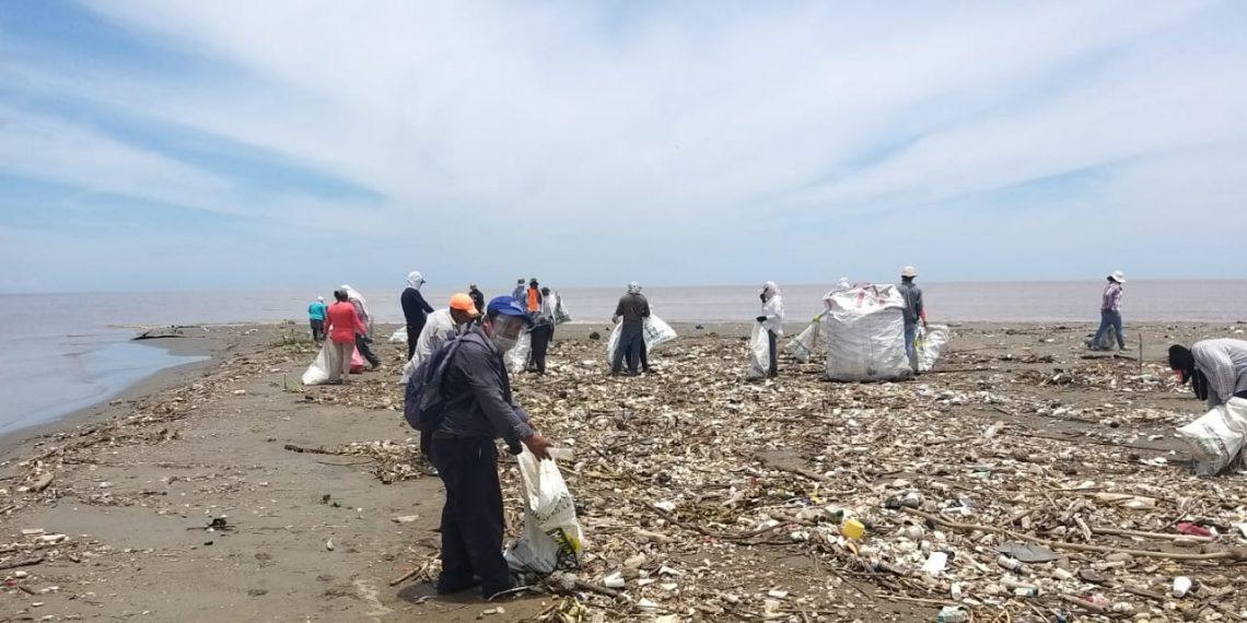 MARN retira toneladas de basura del río Motagua