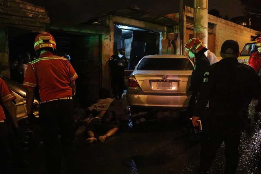 Accidente en zona 18 deja tres muertos y un herido
