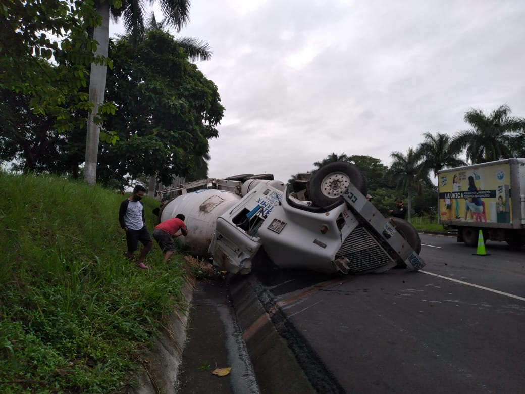 piloto de camión muere en autopista Palín-Escuintla