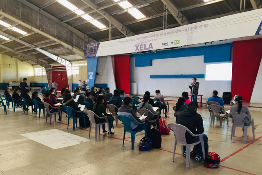 Contratan a estudiantes de medicina para el hospital temporal de Quetzaltenango