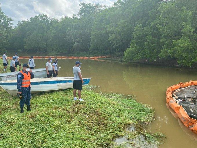 derrame de combustible en río Cacao, en Izabal