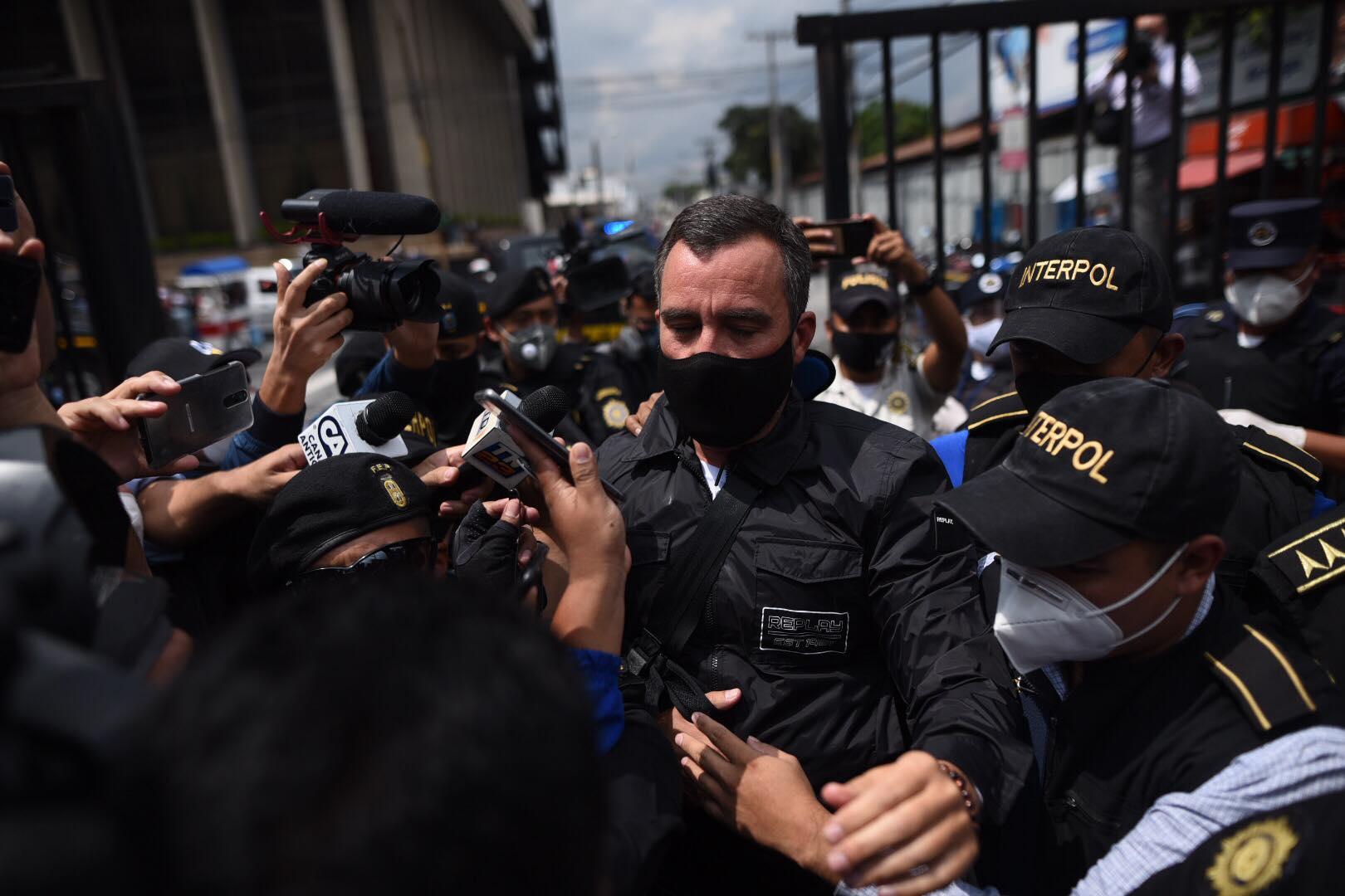 exministro de Comunicaciones, Alejandro Sinibaldi, es trasladado a tribunales