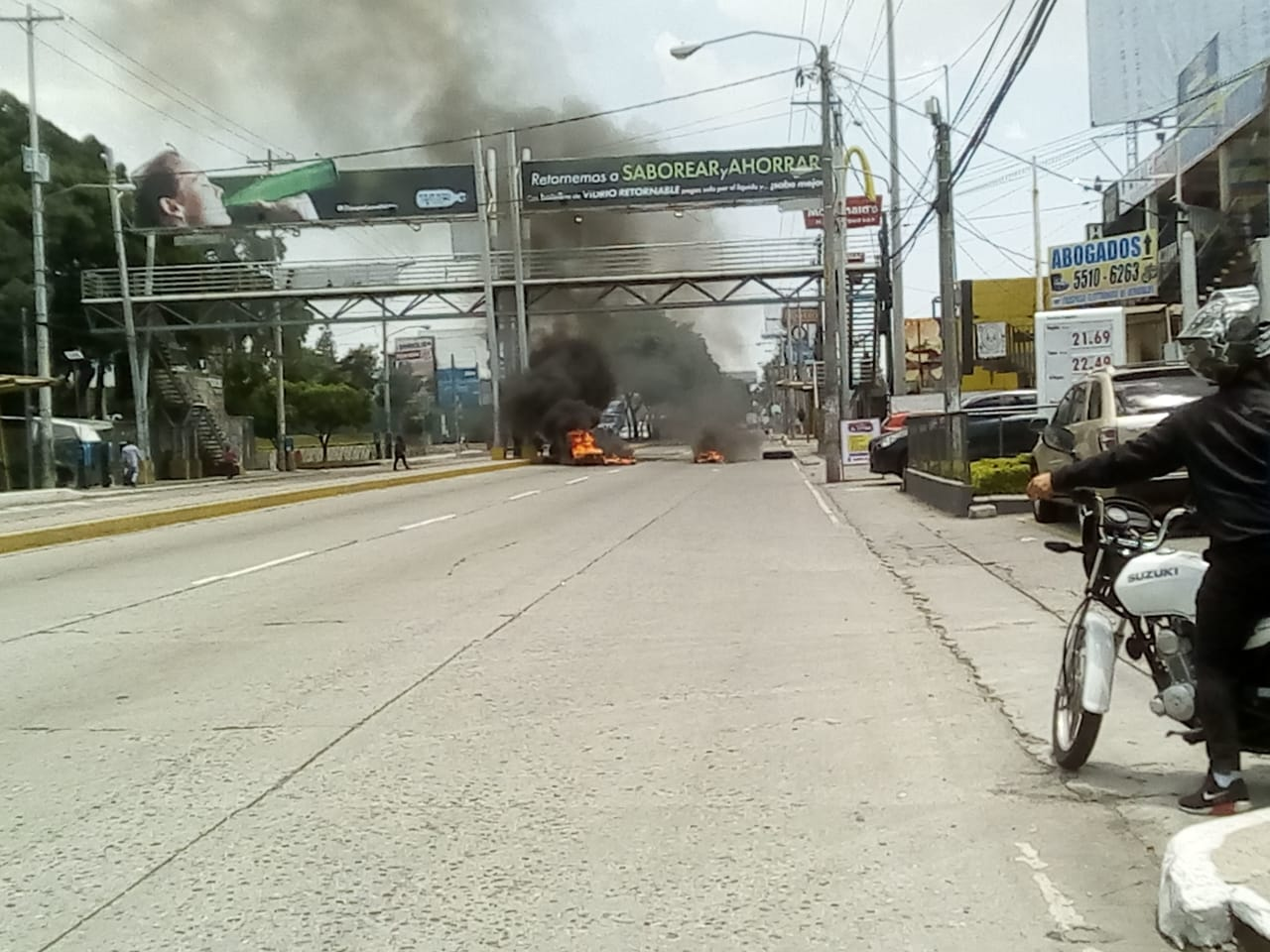 manifestación en avenida Petapa, frente a Usac