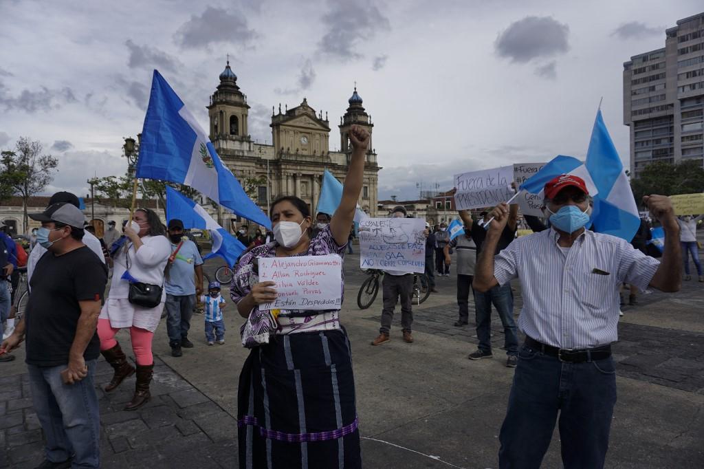 manifestación en la plaza de la Constitución para pedir renuncia del presidente Alejandro Giammattei
