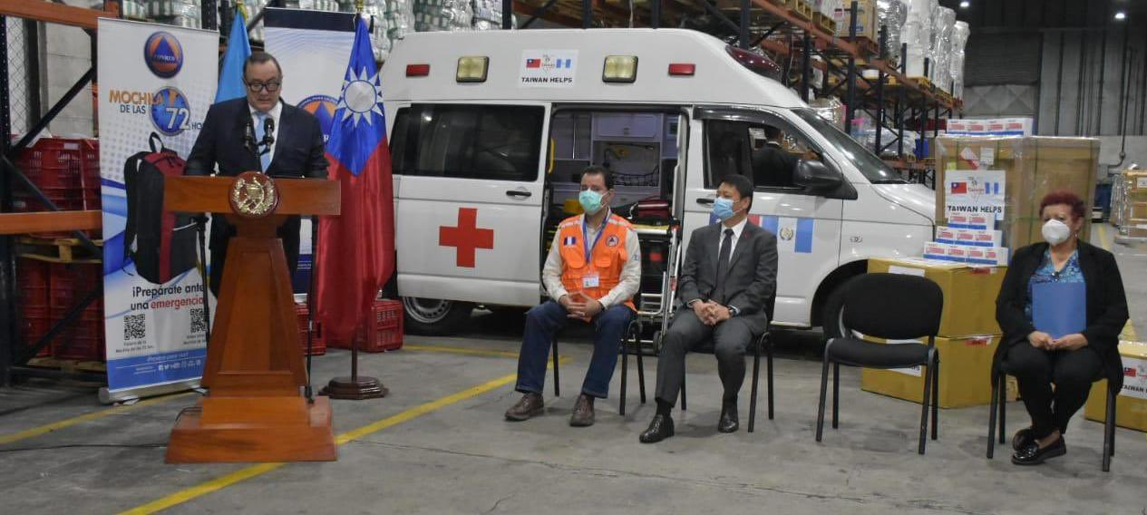 Presidente recibe donación de insumos médicos de China (Taiwán)