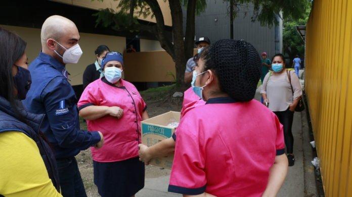 SBS dona mascarillas a personal del hospital San Juan de Dios