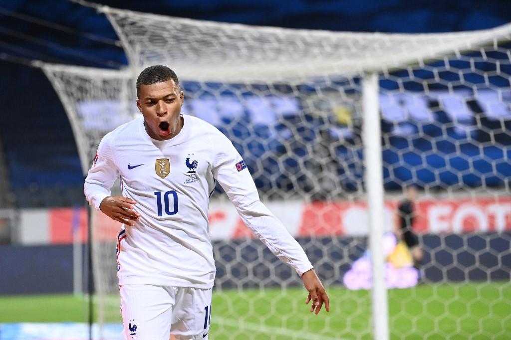Mbappé le da la victoria a Francia contra Suecia