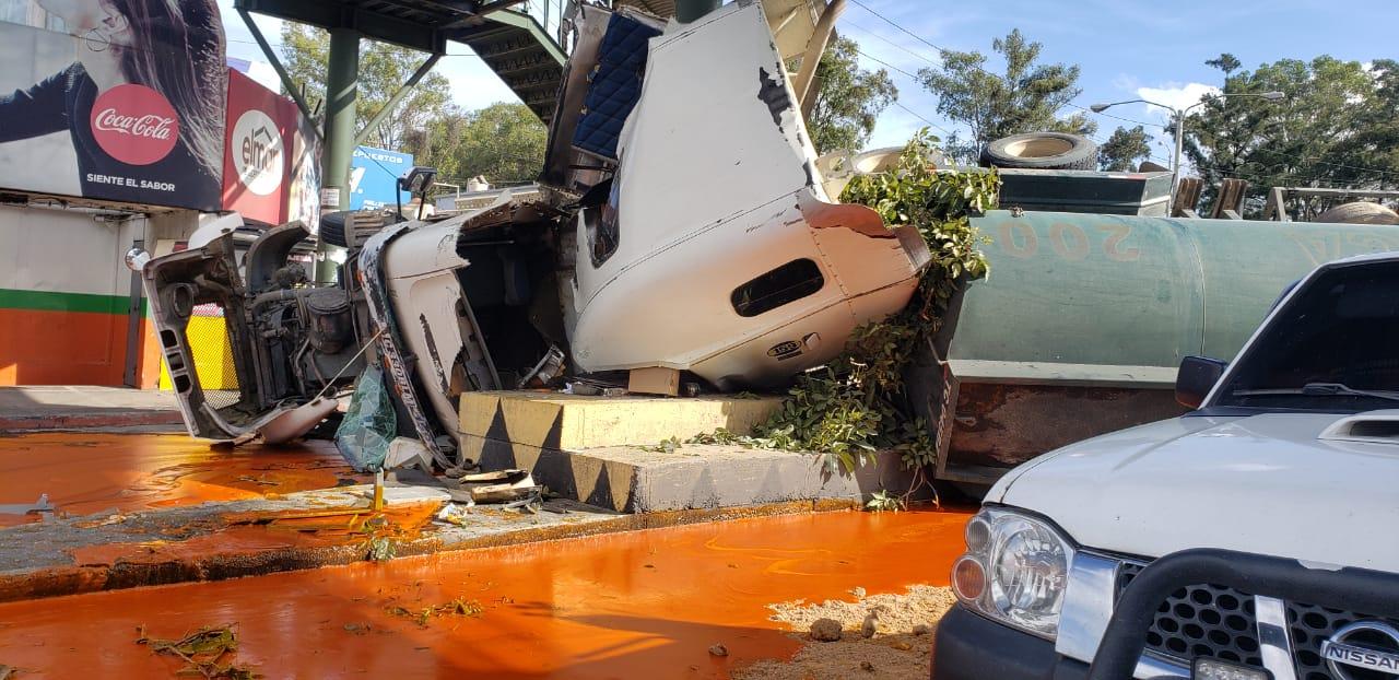 accidente de tráiler en calzada Aguilar Batres