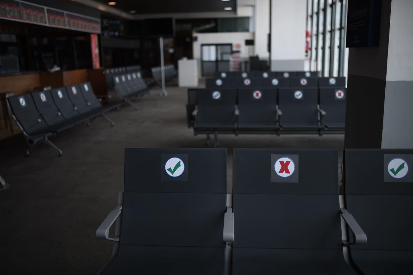 protocolo por Covid-19 en aeropuerto internacional La Aurora