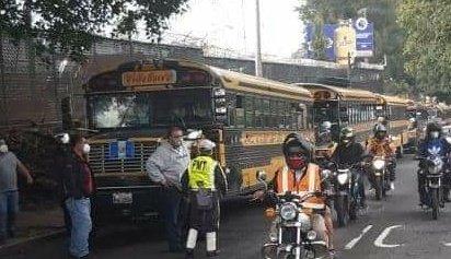 caravana de buses provenientes de Villa Nueva