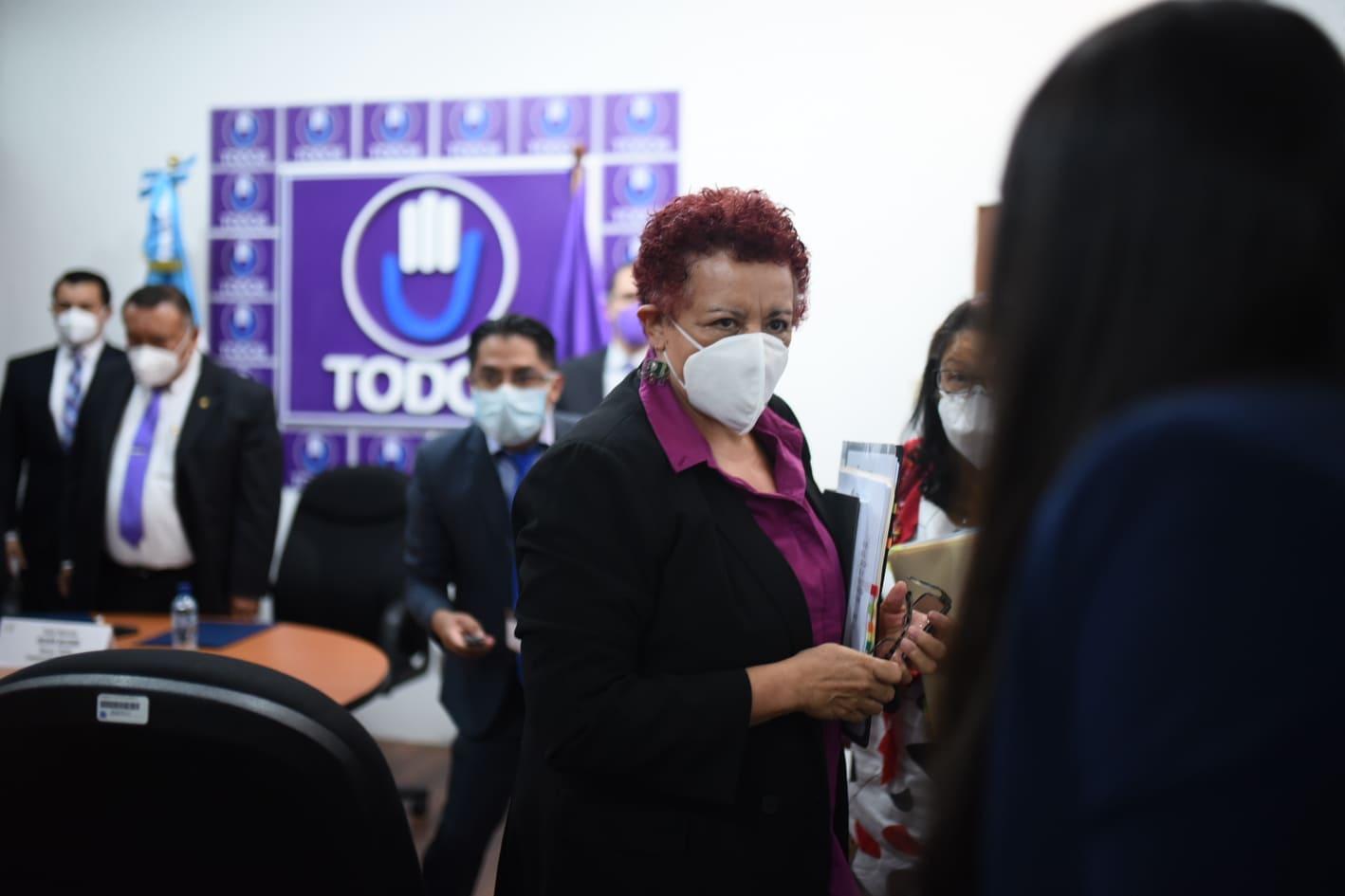 citación de ministra de Salud, Amelia Flores, con bancada Todos