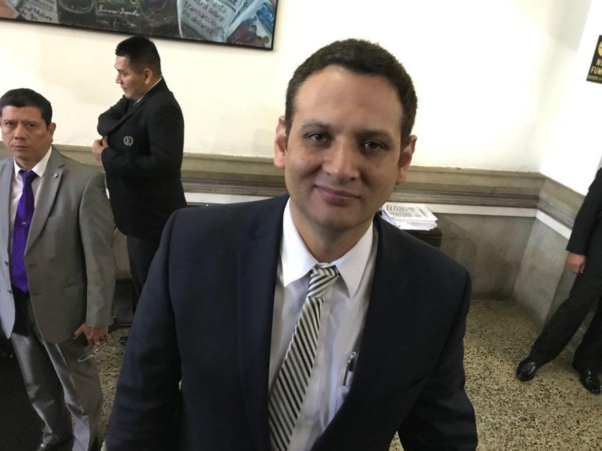 diputado Oscar Argueta, de la UNE