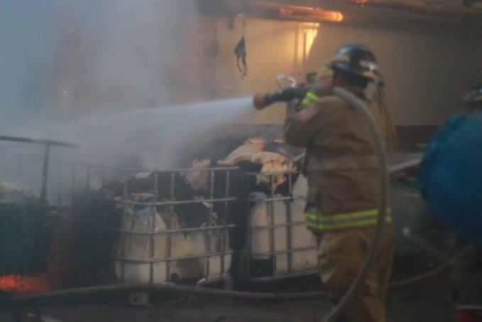 Se incendia fábrica de textiles en ruta al Atlántico