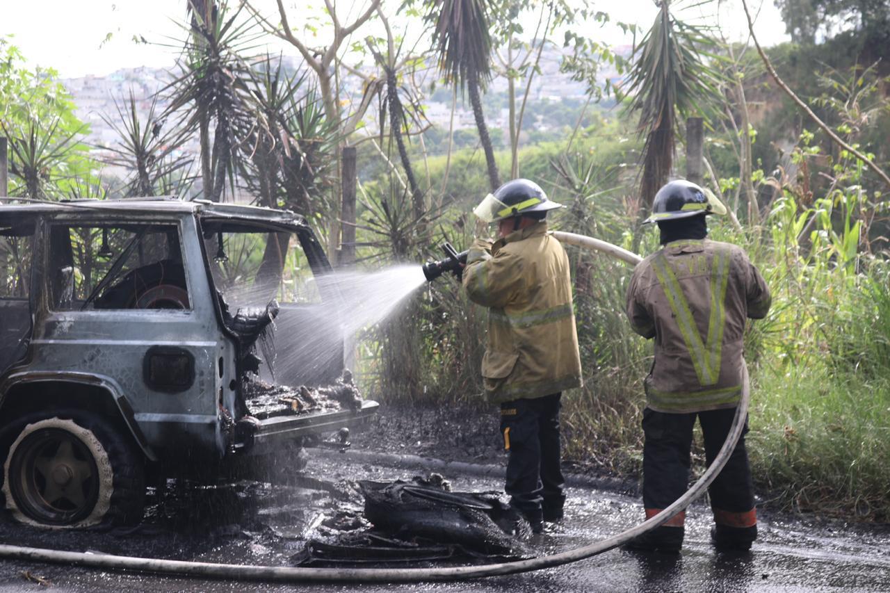 vehículo se incendia en Mixco y Palencia
