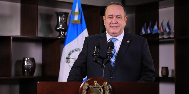 presidente Alejandro Giammattei brinda mensaje en cadena nacional