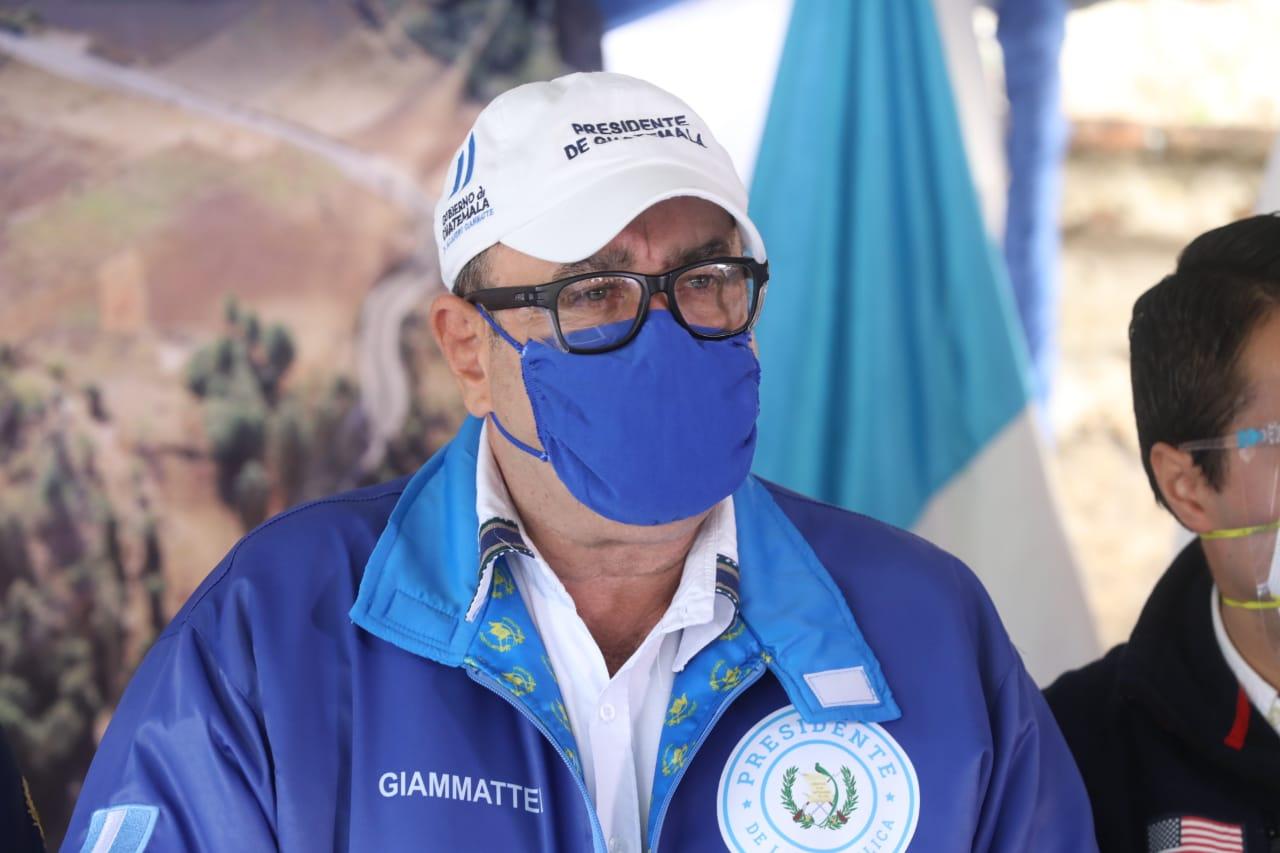 presidente Alejandro Giammattei inaugura proyectos carreteros en Quiché