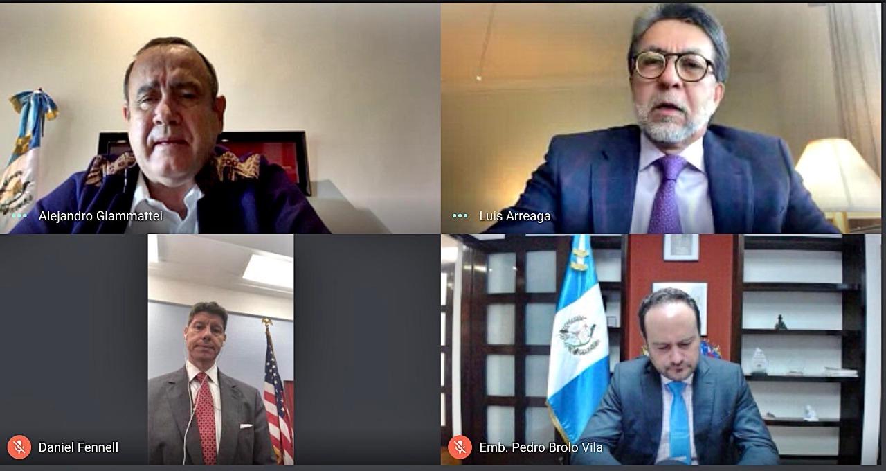 reunión del presidente Alejandro Giammattei y el embajador Luis Arreaga