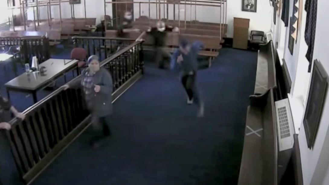 Criminal huye de una corte antes de ser sentenciado