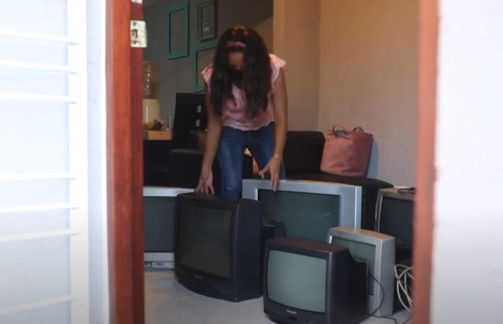 Profesora colecta televisores para que alumnos estudien durante la pandemia