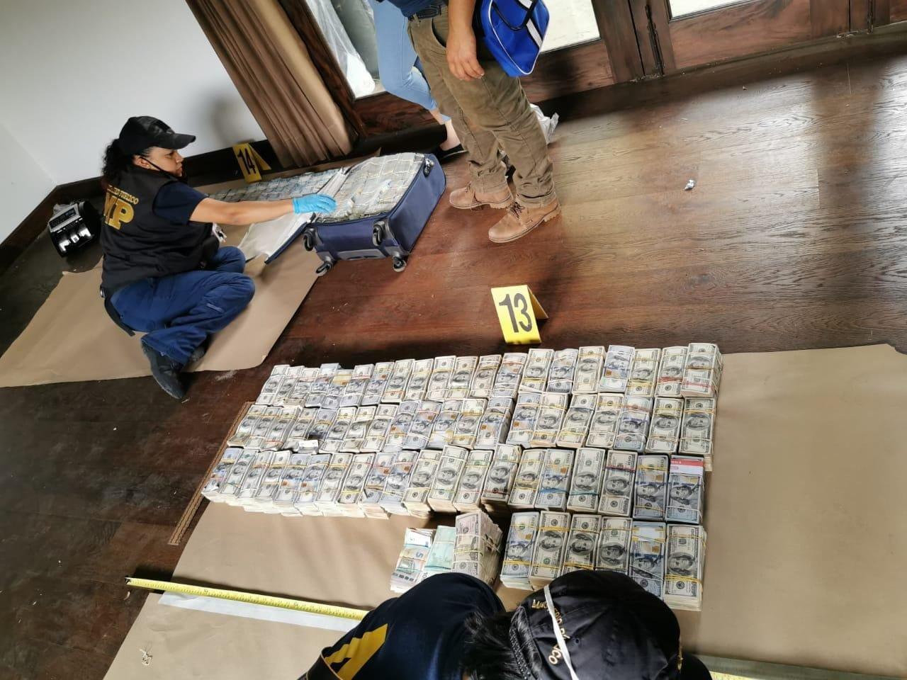 dinero decomisado en Antigua Guatemala
