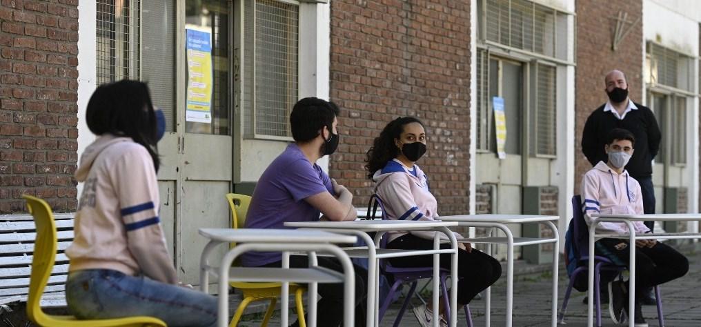 Reabren escuelas en Argentina tras cierre por Covid-19
