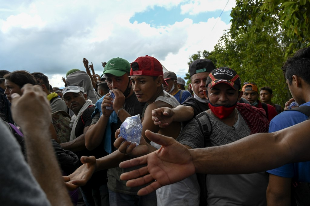 caravana de migrantes de Honduras ingresa a Guatemala