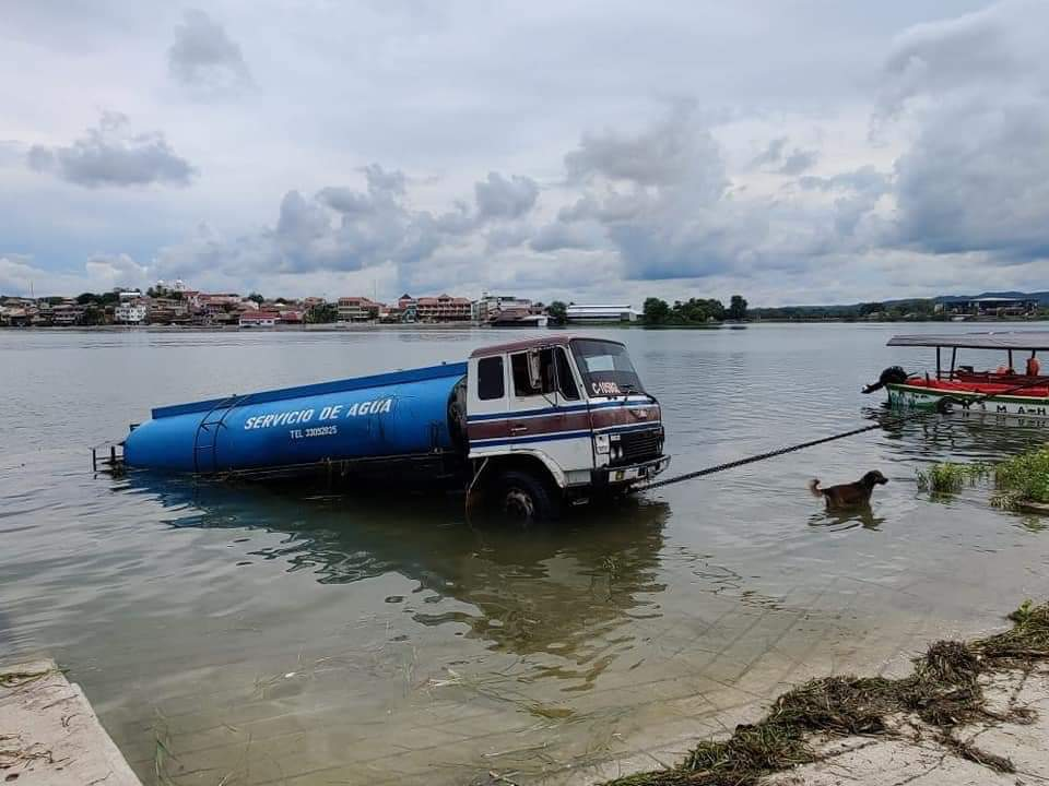 Camión cisterna en Petén