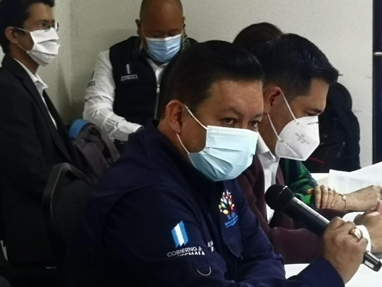 ministro de Salud, Raúl Romero, explica entrega del Bono Familia