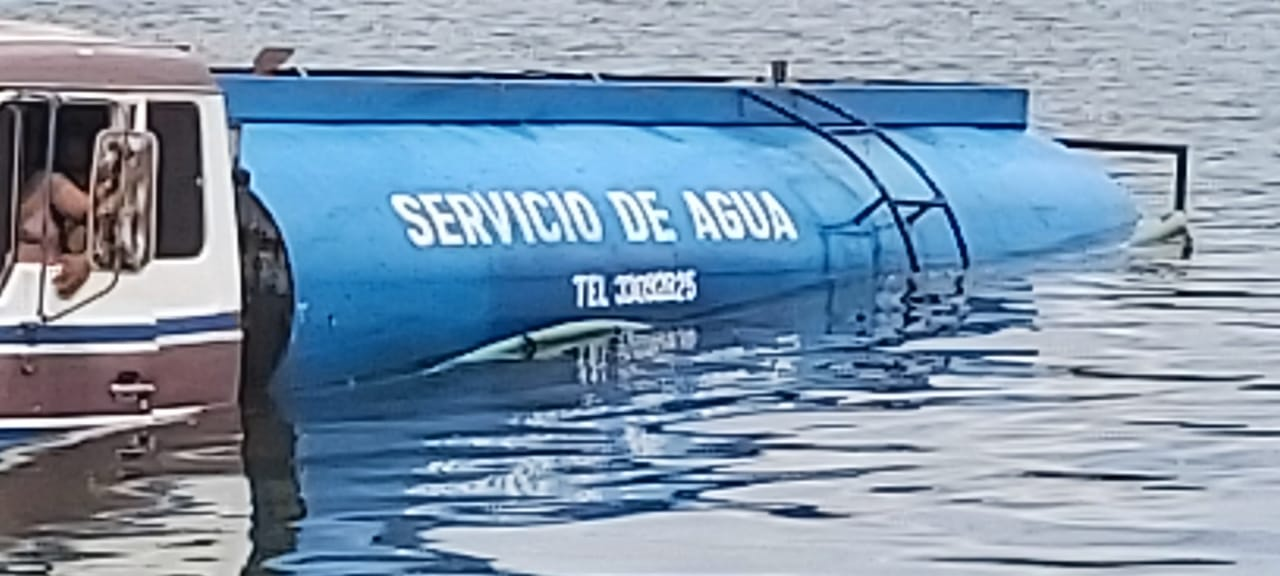 derrame de combustible en lago Petén Itzá