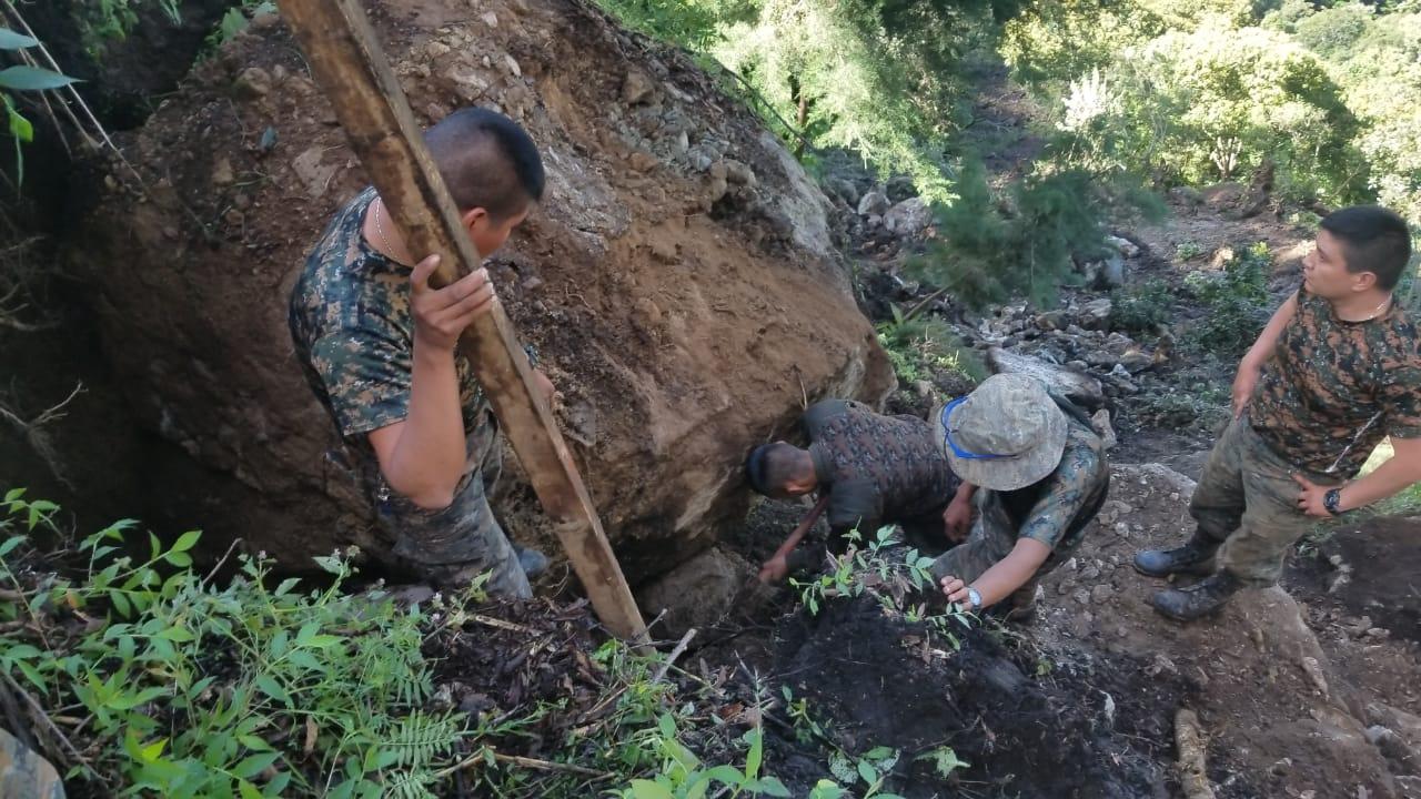 Ejército realiza demolición de rocas
