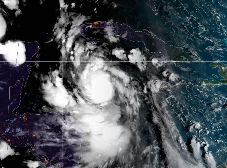 Huracán Delta cerca de México