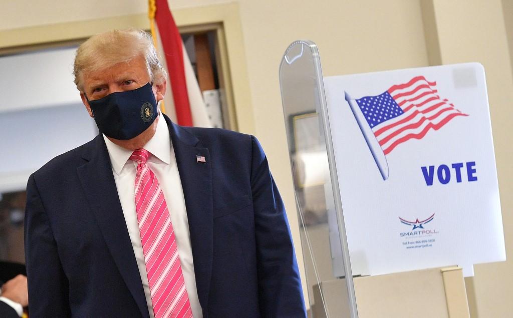 Donald Trump emite su voto anticipado en Florida