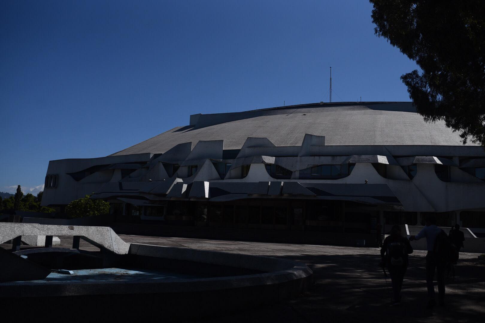 Diputados sesionan en el Teatro Nacional.