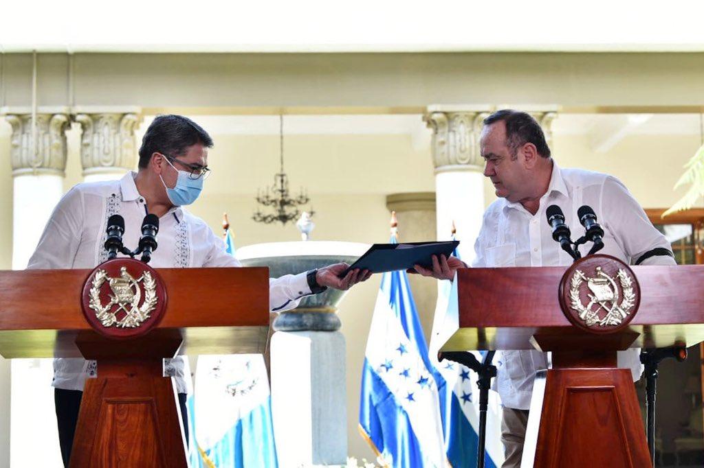 presidentes de Guatemala y Honduras se reúnen
