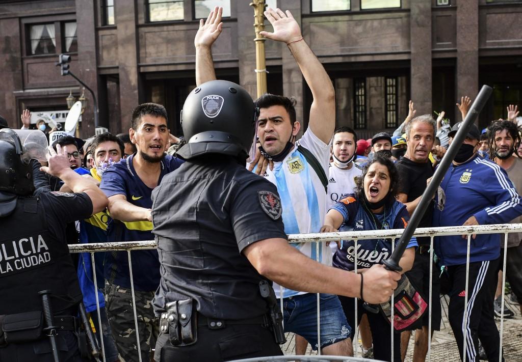 Retiran féretro de Diego Maradona