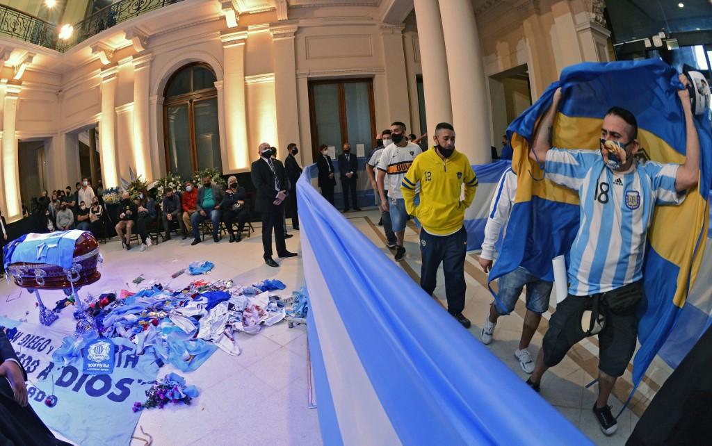 Argentinos se despiden de Maradona
