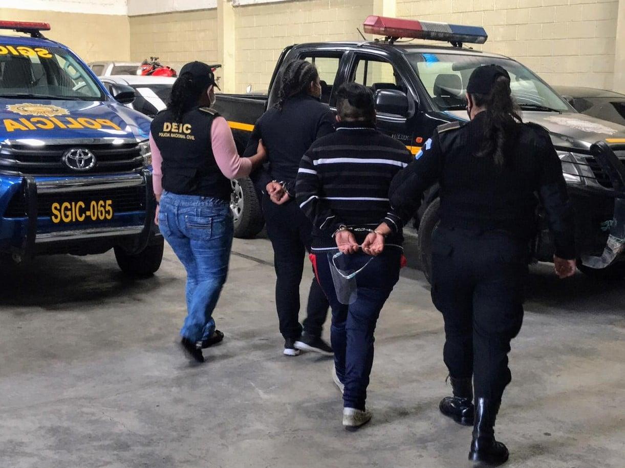 Detienen a mujeres señaladas de trata de personas en zona 18.