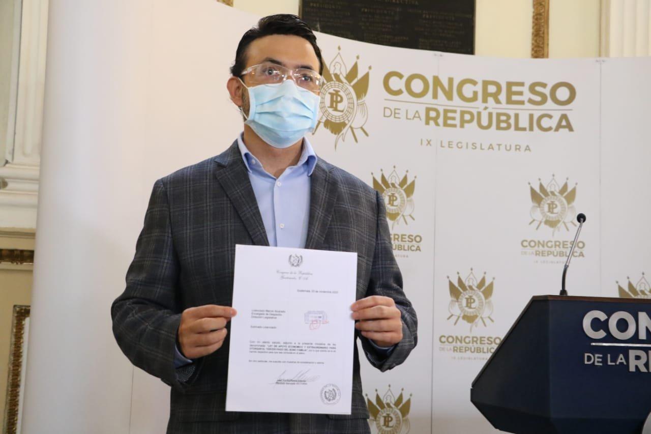 diputado Juan Carlos Rivera presenta iniciativa de ley por Bono FAmilia