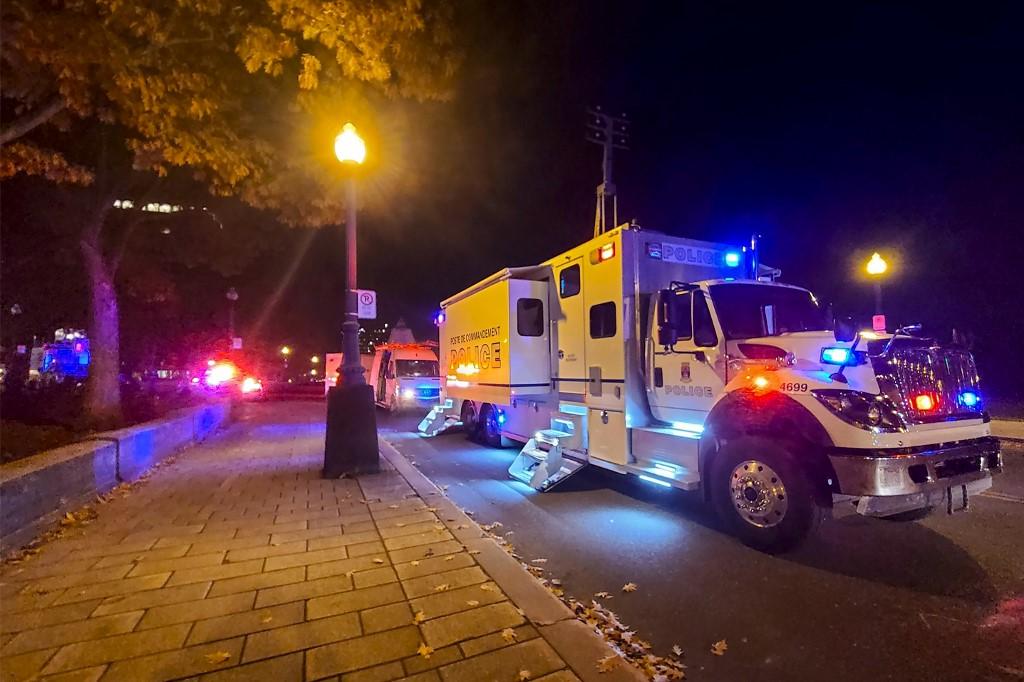 Hombre mata a dos personas con un sable en Quebec, Canadá
