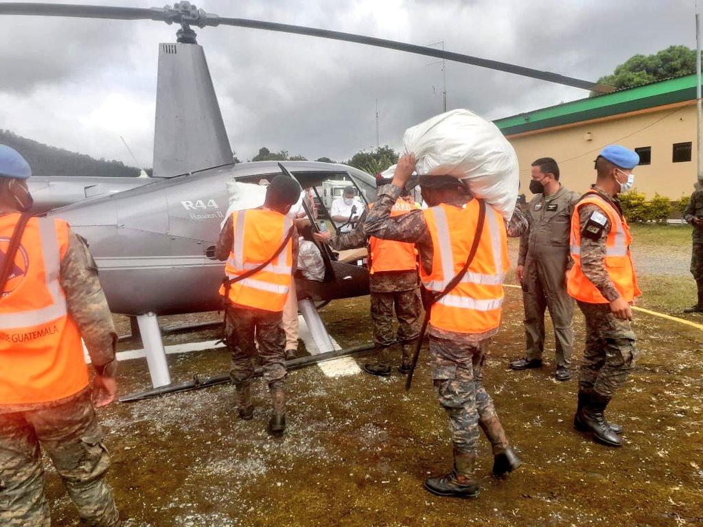 Ejército traslada ayuda humanitaria por Eta