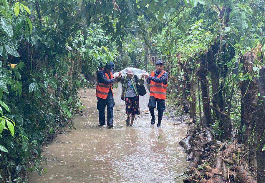 Evacuaciones en Izabal