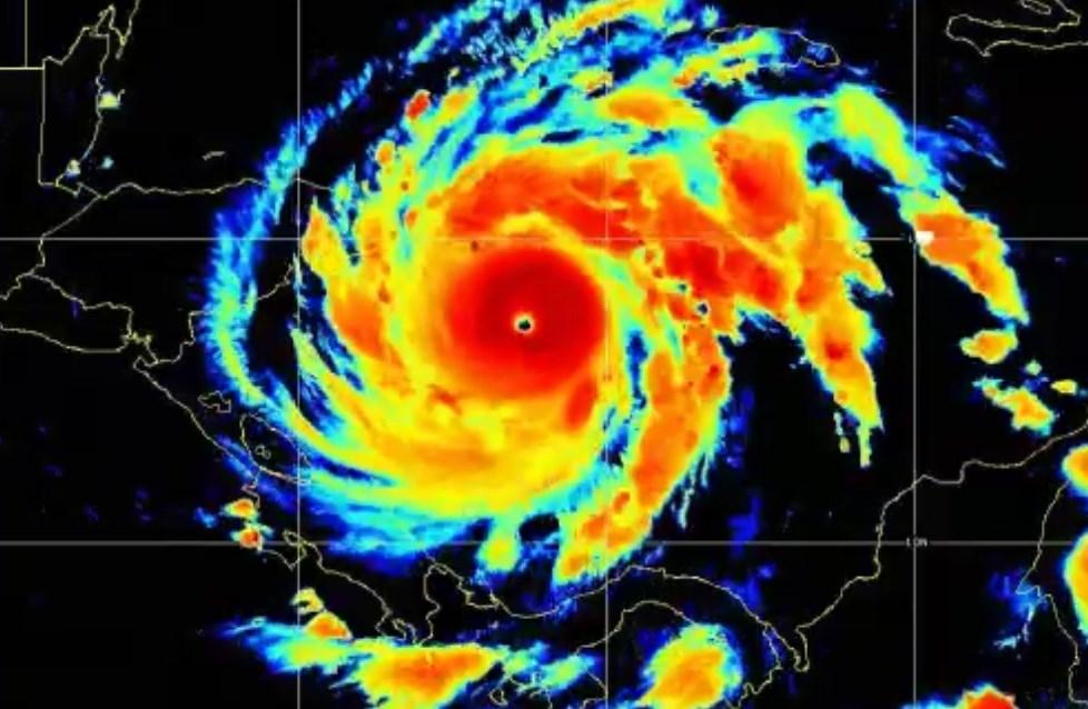 Huracán Iota se fortalece a categoría 4
