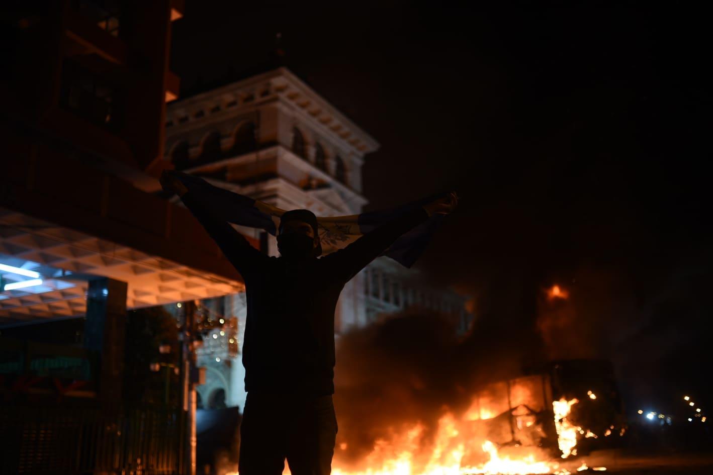 manifestación en la plaza de la Constitución, 28 de noviembre