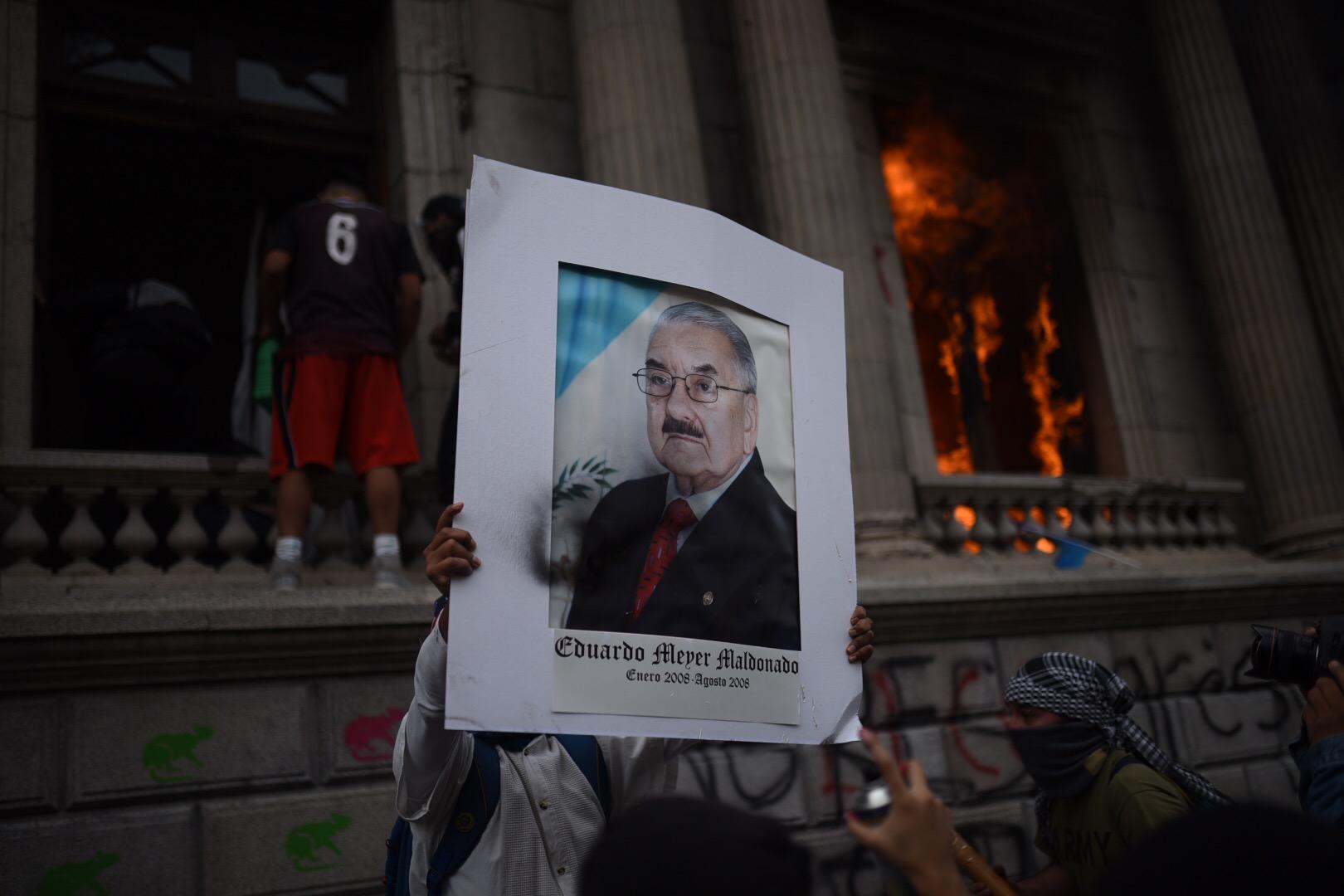 Daños en el Congreso tras incendio por manifestaciones