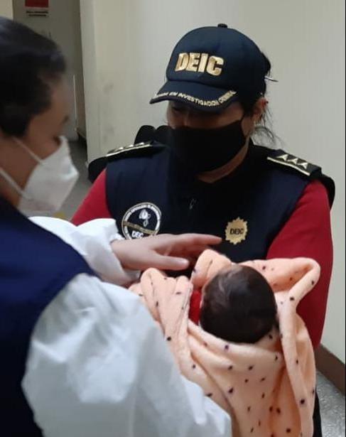 rescatan a bebé robada en zona 5
