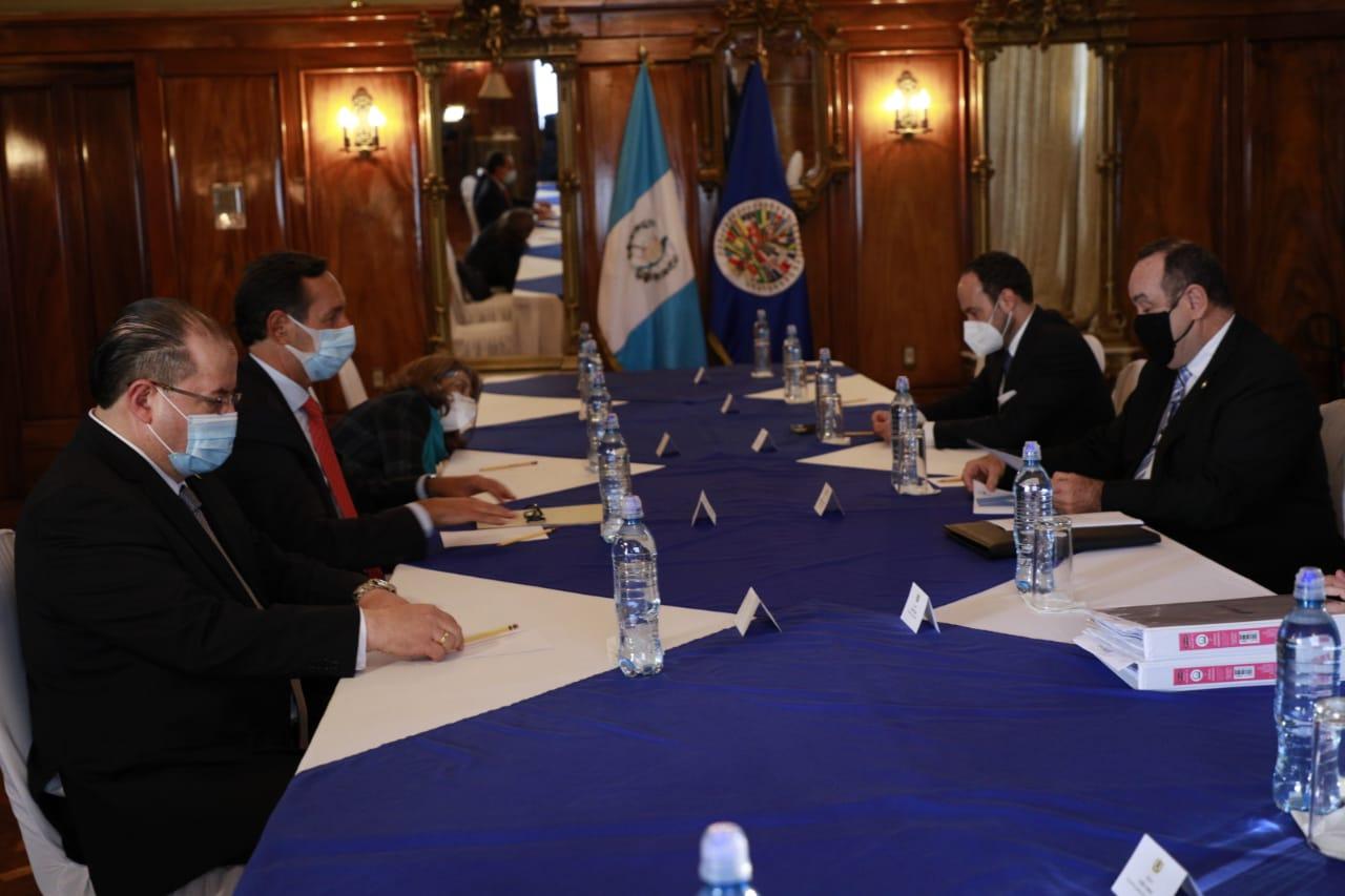 presidente Alejandro Giammattei se reúne con misión de la OEA