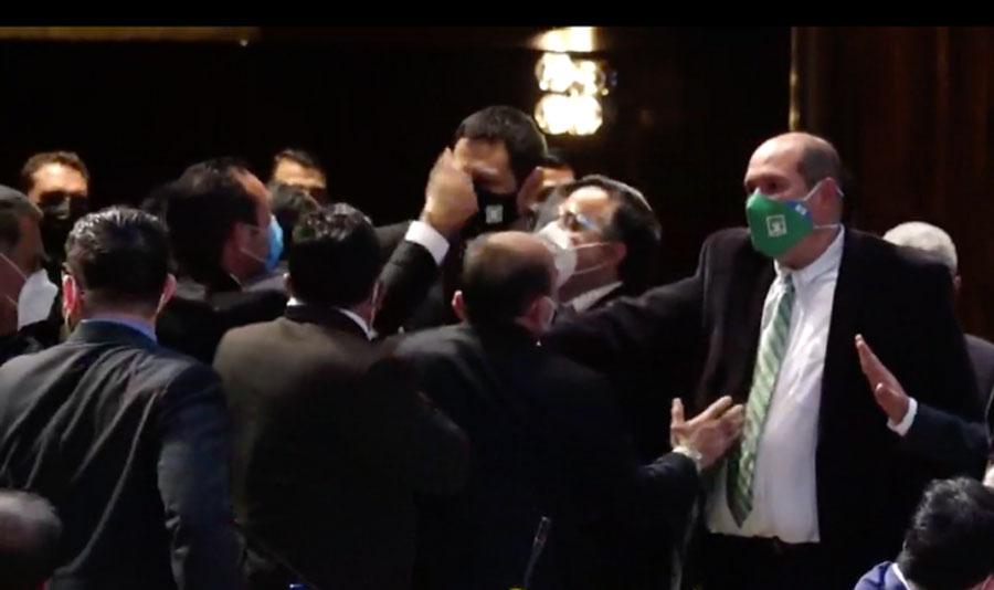 Trifulca en el Congreso