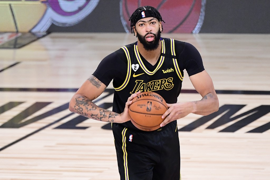 Anthony Davis continuará con los Lakers