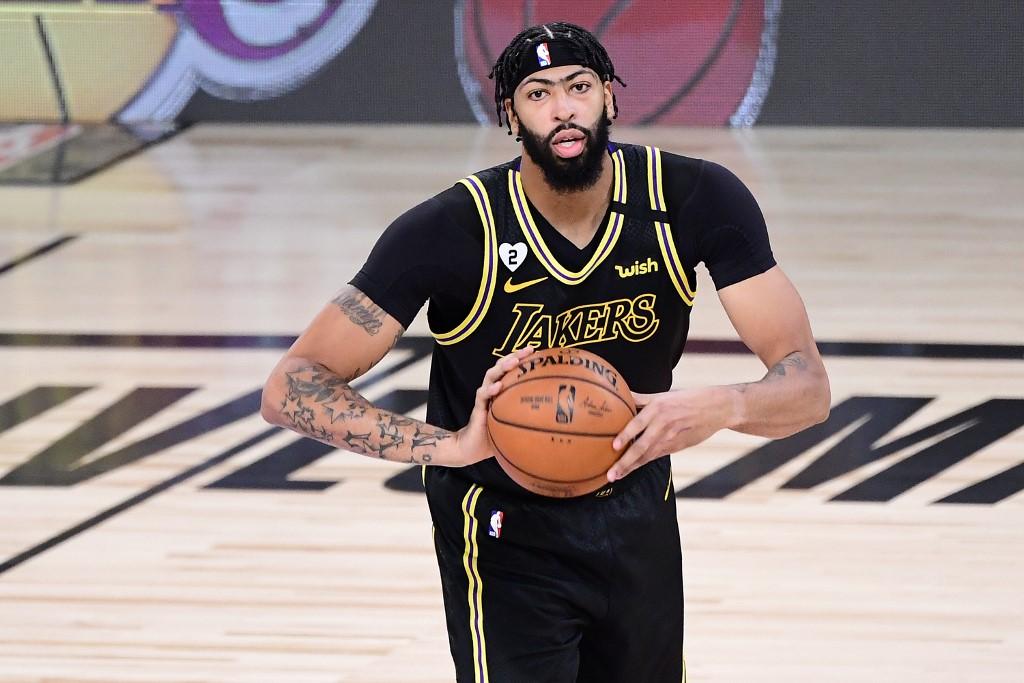 Anthony Davis continuará con los Lakers