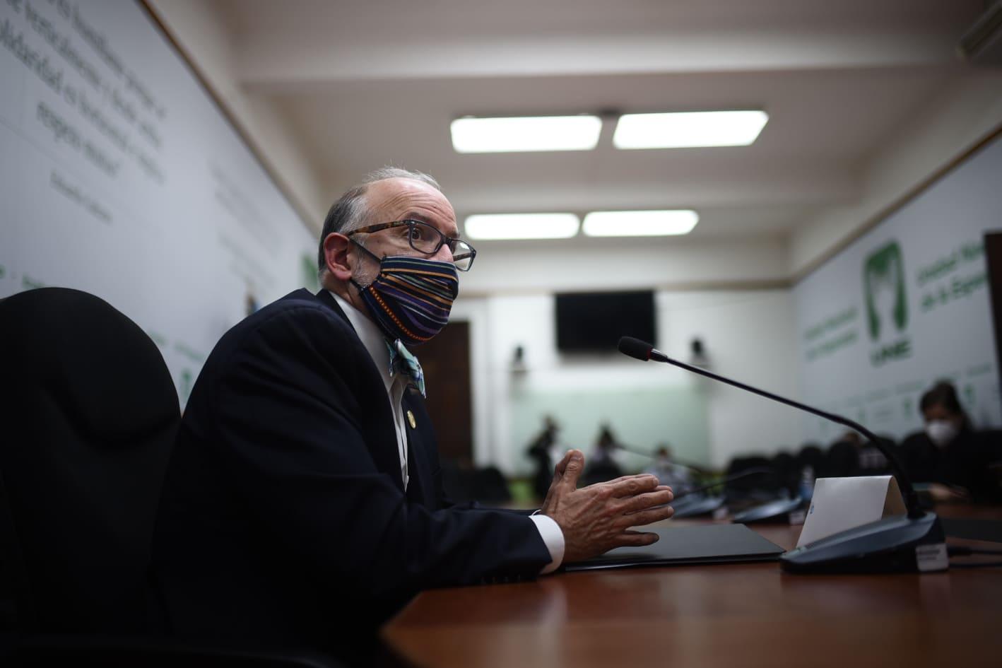 Edwin Asturias, jefe de la Coprecovid, en citación con la bancada UNE.